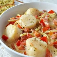 Cheesy Garlic Bacon Scallops and Linguine Recipe